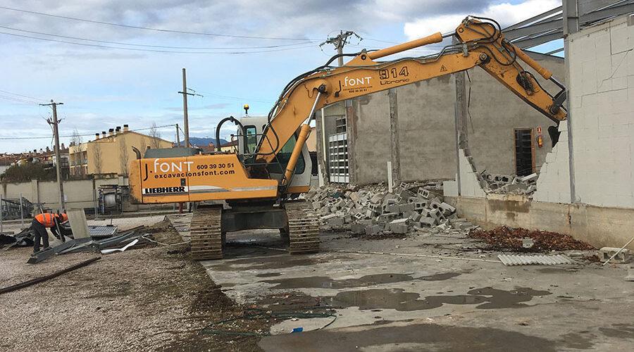 Excavacions font servei d'enderrocs