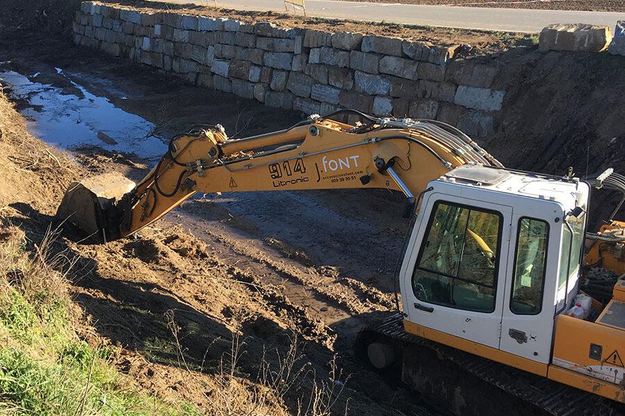 Excavacions font servei d'esculleres